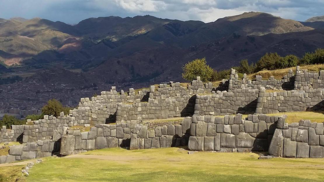 rovine Sacsayhuaman nella valle sacra a Cusco.