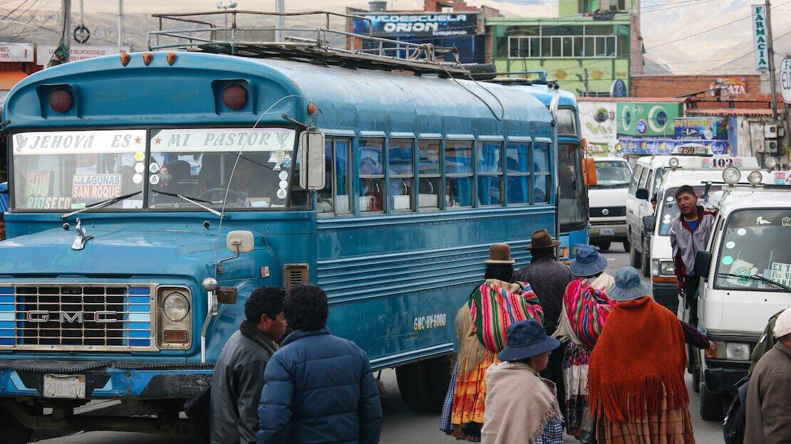 I tipici autobus Boliviani per brevi distanze.